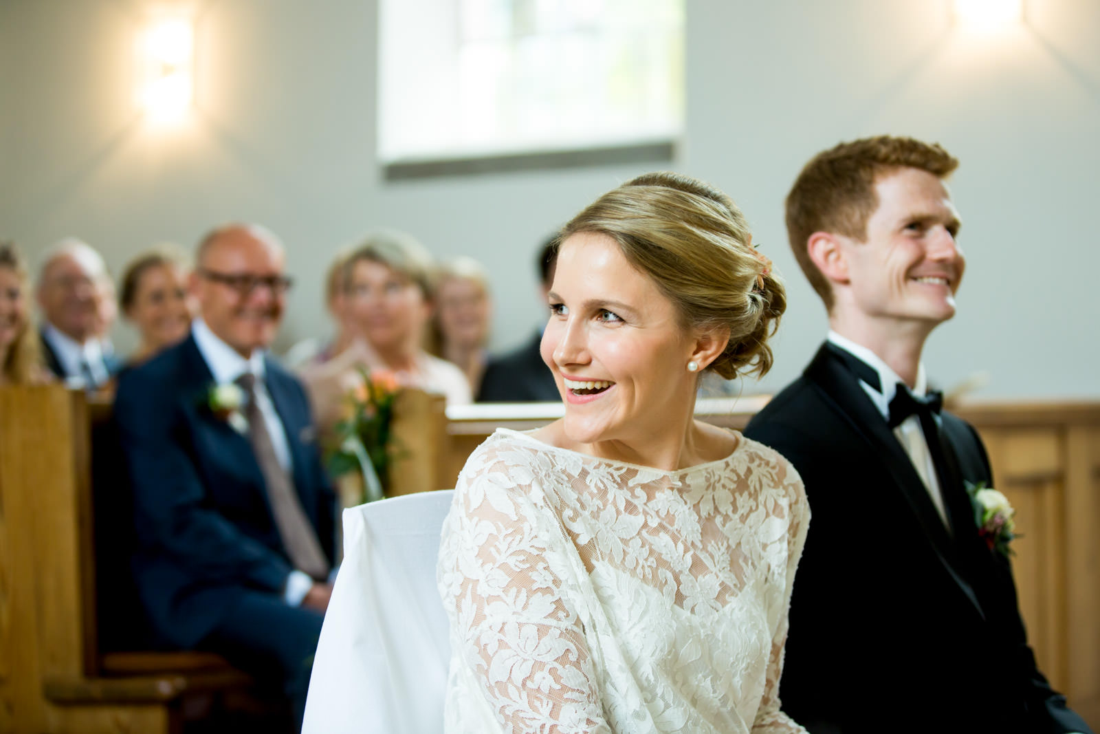 Braut lacht